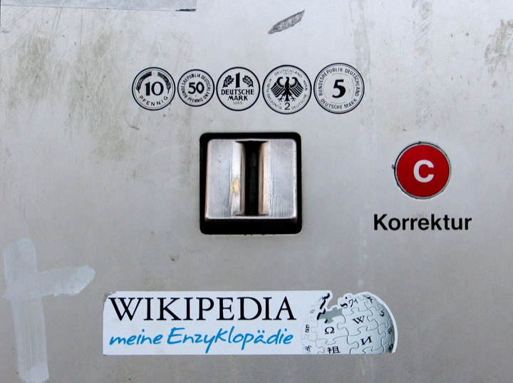 Wikipedia-Automat. CC-licensed photo by Ralf